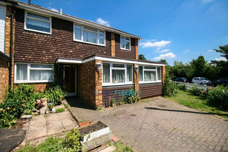 5 Bedrooms Detached House for sale in Burnham - Saturday 1st July