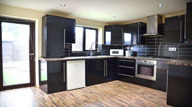 3 Bedrooms Terraced House for sale in Langtons Meadow, Farnham Common, Slough