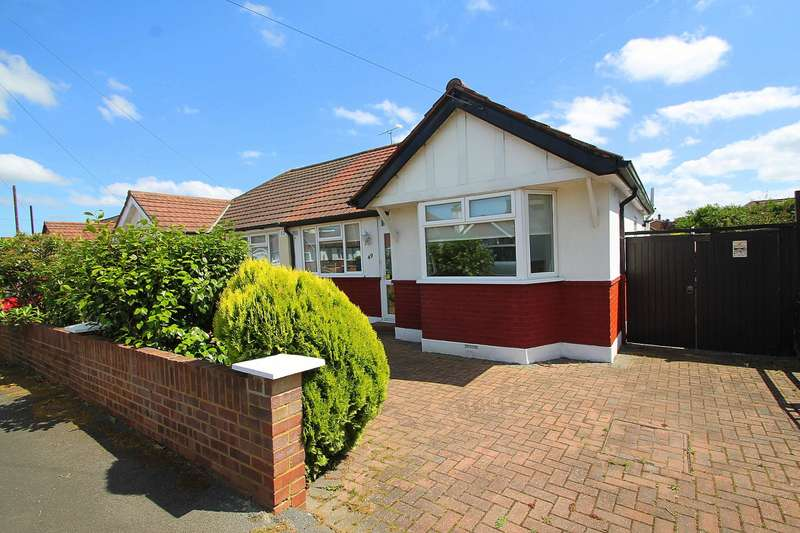 2 Bedrooms Bungalow for sale in Kingsway, Stanwell, Staines-Upon-Thames, TW19
