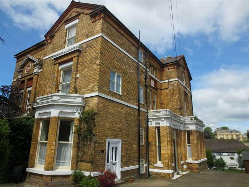1 Bedroom Apartment Flat for sale in Cromwell Parade, Scarborough