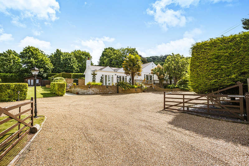4 Bedrooms Detached Bungalow for sale in Collingwood Road, Aylesford, ME20
