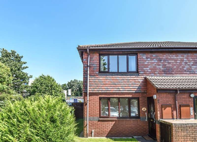 2 Bedrooms Maisonette Flat for sale in Housman Park, Bromsgrove