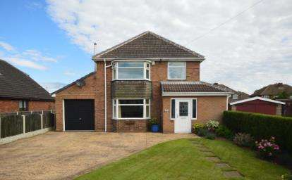 3 Bedrooms Detached House for sale in Braithwell Road, Ravenfield, Rotherham, South Yorkshire