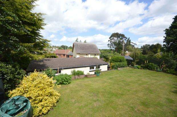3 Bedrooms Detached House for sale in High Street, Newton Poppleford, Sidmouth, Devon