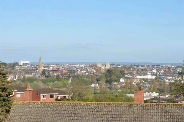 3 Bedrooms Maisonette Flat for sale in Higher Barley Mount, Exeter, Devon