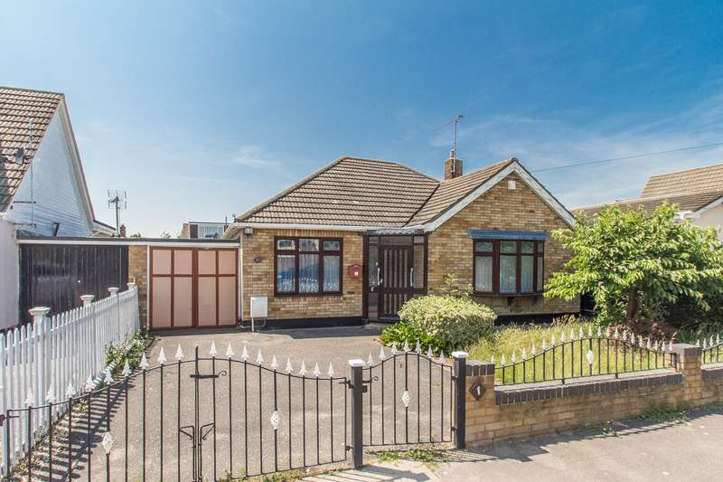 3 Bedrooms Detached Bungalow for sale in Thames Road, Canvey Island, SS8