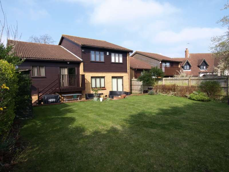 4 Bedrooms Detached House for sale in Wedgwood Avenue, Blakelands, Milton Keynes