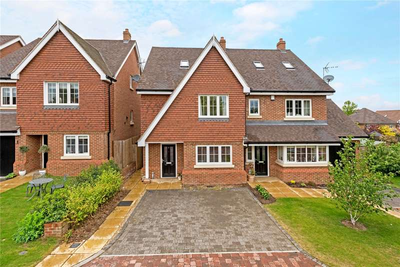 4 Bedrooms Semi Detached House for sale in Elder Close, Epsom Downs, Surrey, KT17