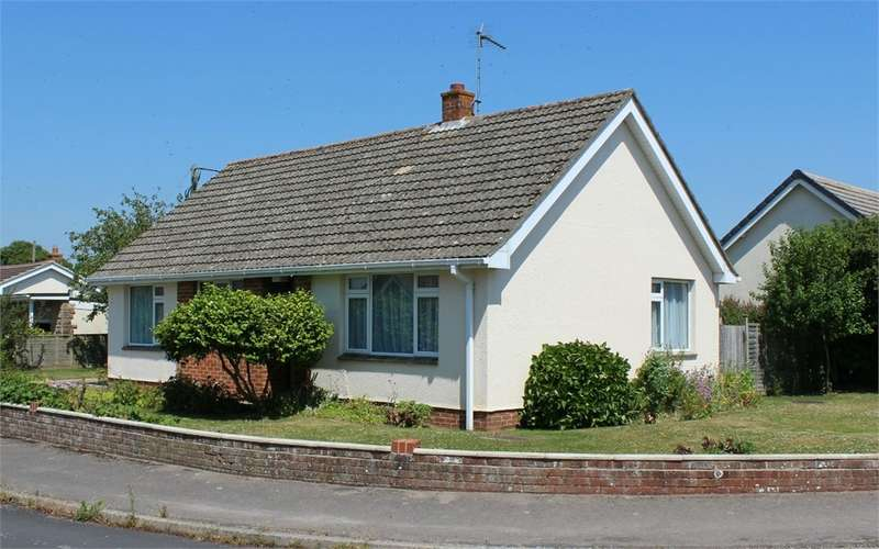 2 Bedrooms Detached Bungalow for sale in High Street Close, Wool