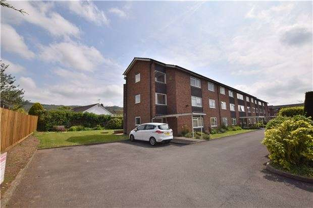 2 Bedrooms Flat for sale in Finchcroft Court, Prestbury, CHELTENHAM, Gloucestershire, GL52 5BE