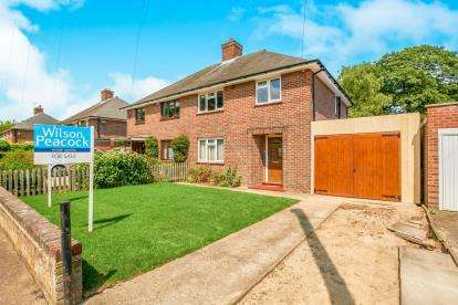 3 Bedrooms Semi Detached House for sale in Halsey Road, Kempston, Bedford, Bedfordshire