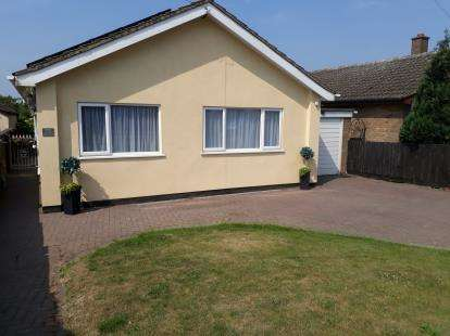 3 Bedrooms Bungalow for sale in Barford Road, Blunham, Bedford, Bedfordshire