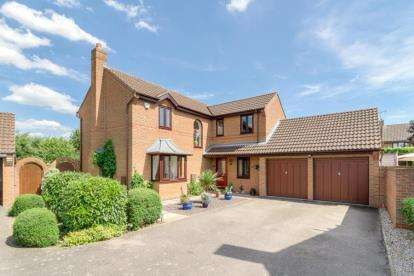 4 Bedrooms Detached House for sale in Handel Mead, Old Farm Park, Milton Keynes