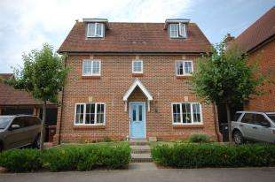4 Bedrooms Link Detached House for sale in Baxendale Way, Uckfield, East Sussex