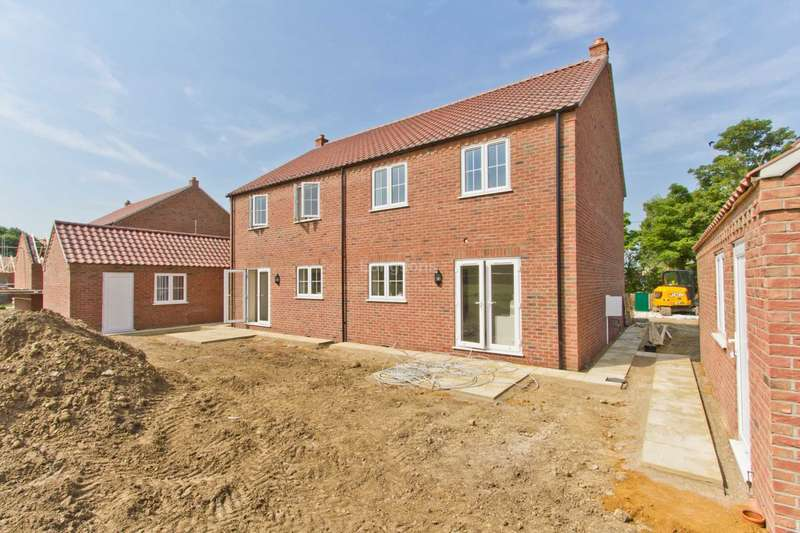 3 Bedrooms Semi Detached House for sale in Station Road, East Winch