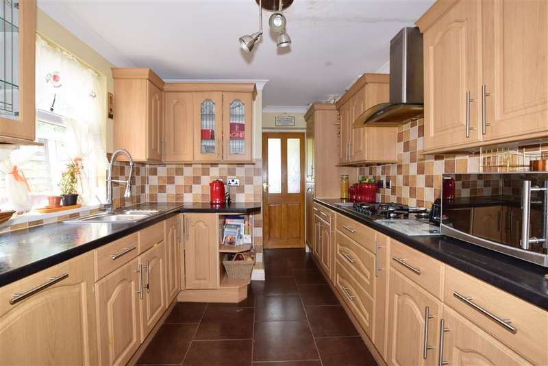 3 Bedrooms Terraced House for sale in Wellington Road, Forest Gate, London