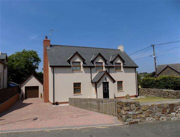 5 Bedrooms Detached House for sale in Vale Court, Houghton, Milford Haven