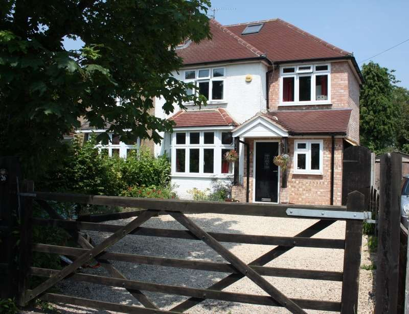3 Bedrooms Semi Detached House for sale in The Crescent, Earley, Reading, RG6