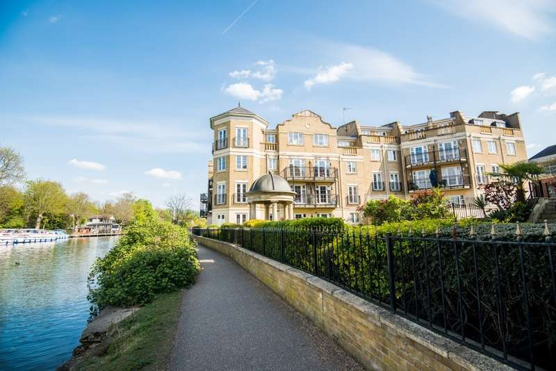 3 Bedrooms Apartment Flat for sale in Regents Riverside, Brigham Road, Reading, RG1