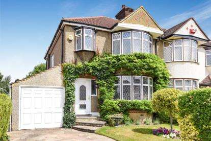 3 Bedrooms Semi Detached House for sale in Boleyn Gardens, West Wickham