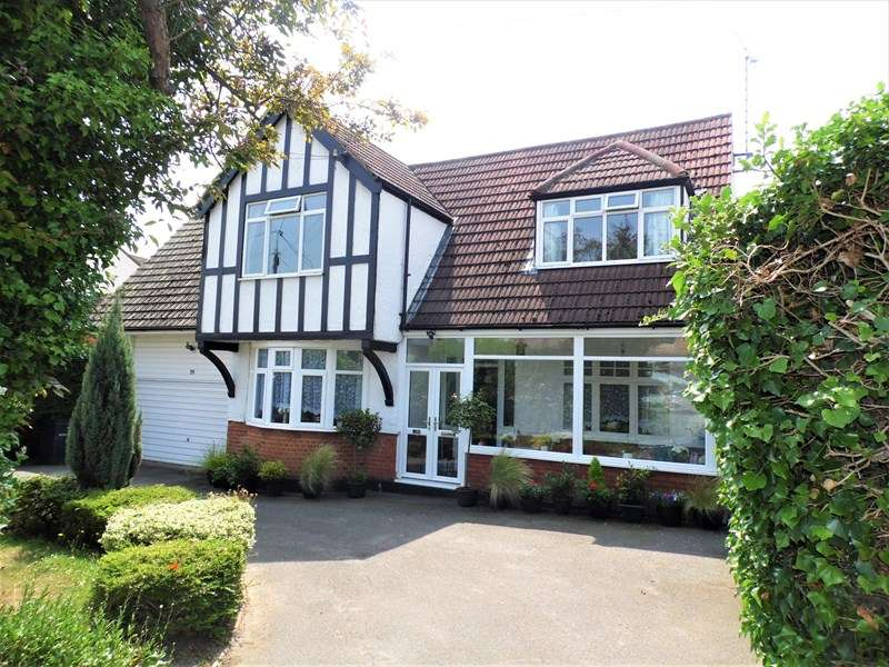 4 Bedrooms Detached House for sale in Aldermans Hill, Hockley