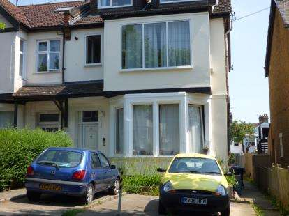 1 Bedroom Flat for sale in Westcliff-On-Sea, Essex, England