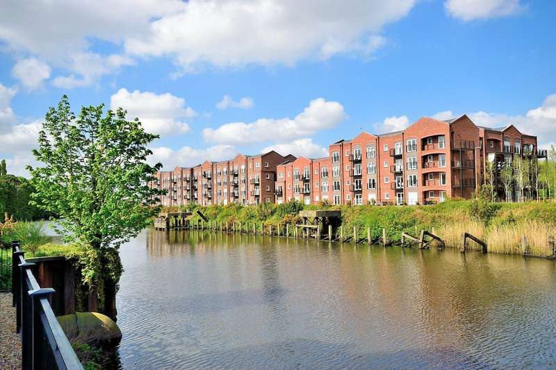 2 Bedrooms Flat for sale in Lulworth Place, Walton Locks