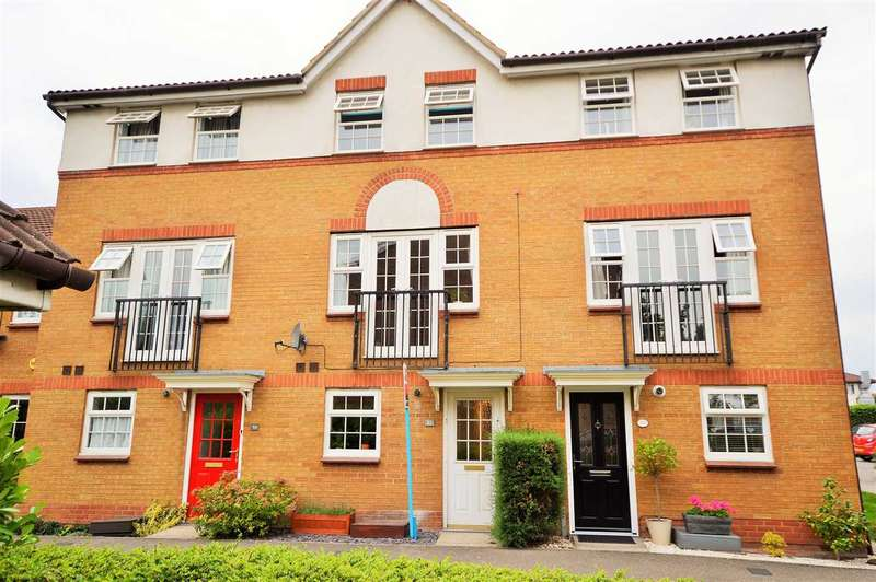 3 Bedrooms Town House for sale in Farne Drive, Wickford
