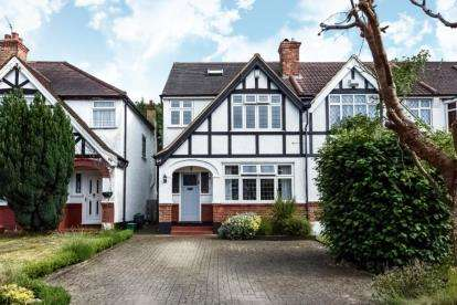 5 Bedrooms End Of Terrace House for sale in Langley Way, West Wickham