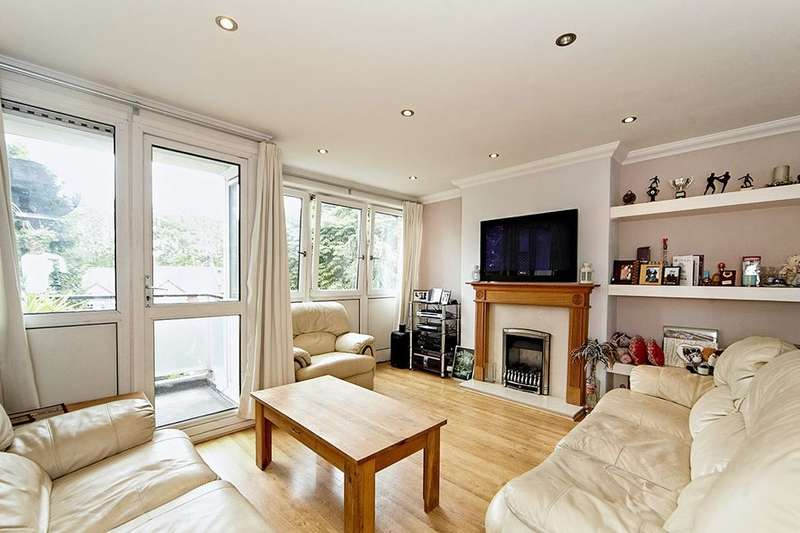 2 Bedrooms Flat for sale in Barringer Square, London, SW17