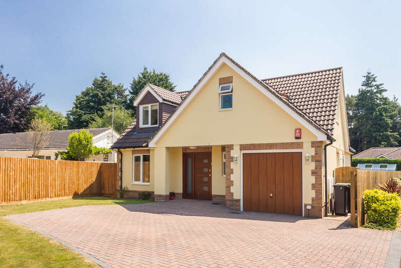 4 Bedrooms Chalet House for sale in St Leonards, Ringwood, Hampshire