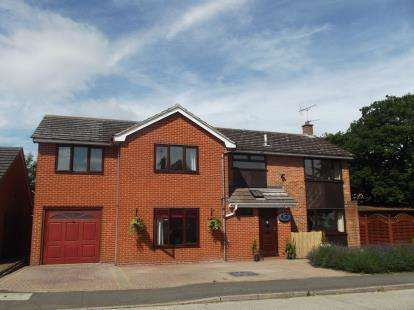 5 Bedrooms Detached House for sale in Rayne, Braintree