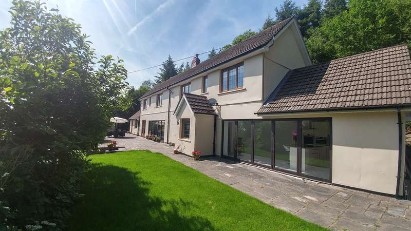 4 Bedrooms Detached House for sale in Waunwaelod Way, Caerphilly