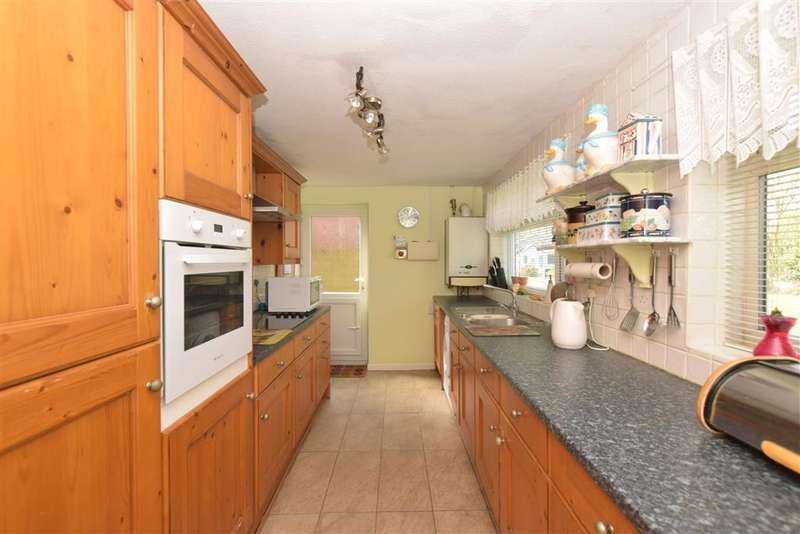 3 Bedrooms Bungalow for sale in Uppark Way, Bognor Regis, West Sussex