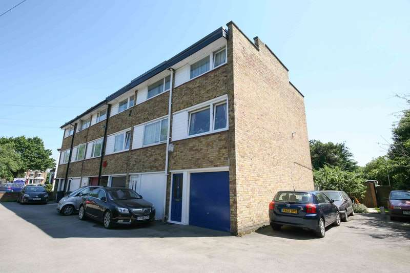 3 Bedrooms Terraced House for sale in Lampton Road, Hounslow, Middlesex, TW3