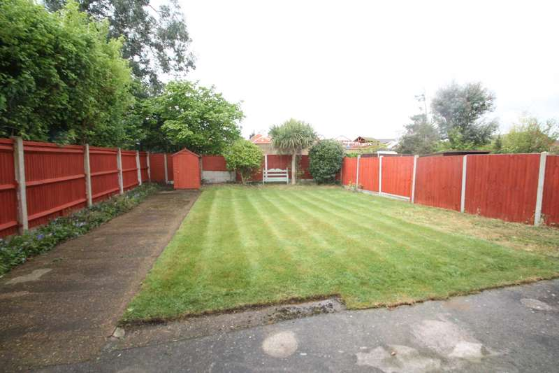 2 Bedrooms Semi Detached Bungalow for sale in Gainsborough Drive, Westcliff On Sea