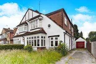 5 Bedrooms Semi Detached House for sale in Annes Walk, Caterham, Surrey, .