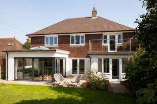 4 Bedrooms Detached House for sale in Hastings Road, Bexhill-on-Sea, East Sussex