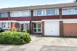 3 Bedrooms Terraced House for sale in Cleaverholme Close, London