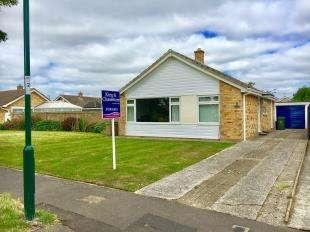 2 Bedrooms Bungalow for sale in Lake View, Bognor Regis