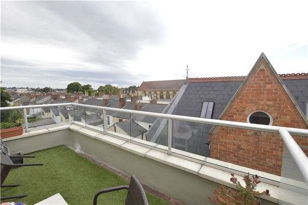 1 Bedroom Flat for sale in Coopers Court, CHELTENHAM, Gloucestershire, GL50 4EX