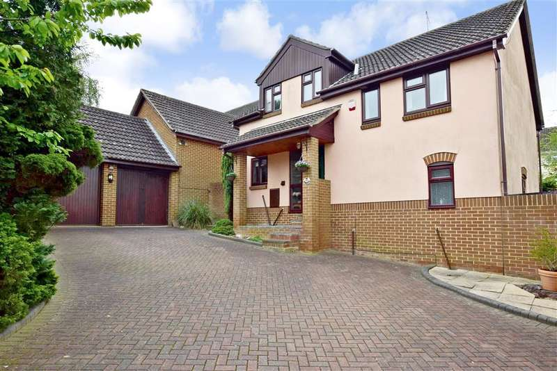 4 Bedrooms Detached House for sale in Farriers Drive, Billericay, Essex