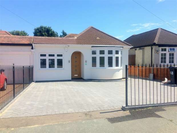 3 Bedrooms Detached Bungalow for sale in Amis Avenue, Ewell