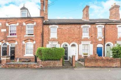 2 Bedrooms Terraced House for sale in Chestnut Walk, City Centre, Worcester, Worcestershire