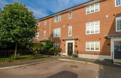 4 Bedrooms Terraced House for sale in Rayleigh, Essex