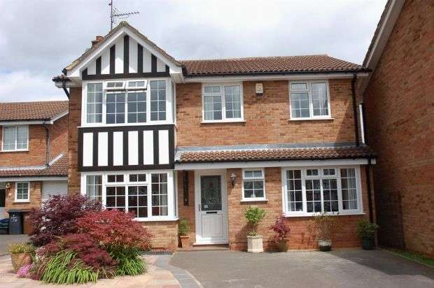 5 Bedrooms Detached House for sale in Greenfinch Drive, Moulton, Northampton NN3 7HX
