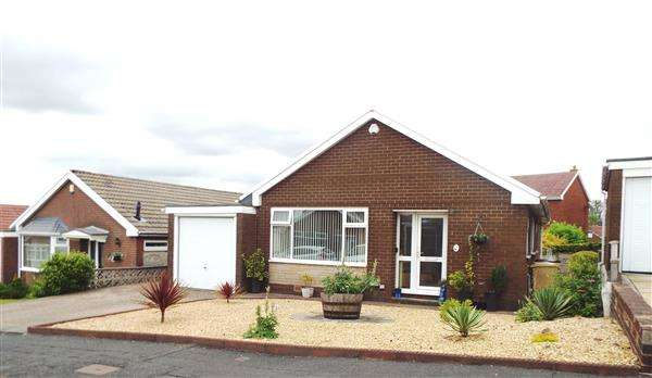 3 Bedrooms Bungalow for sale in Westerdale Drive, Ladybridge, Bolton