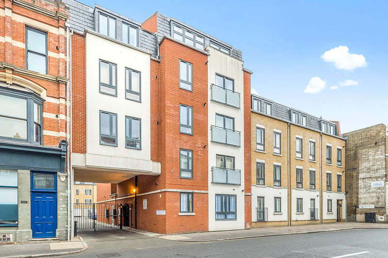 1 Bedroom Flat for sale in Lyon Court High Street, Rochester, ME1