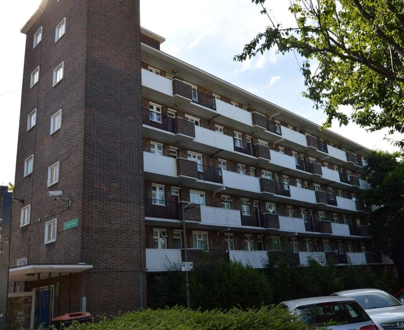 2 Bedrooms Flat for sale in Marsh House, Thessaly Road, Battersea, London, SW8 4HB