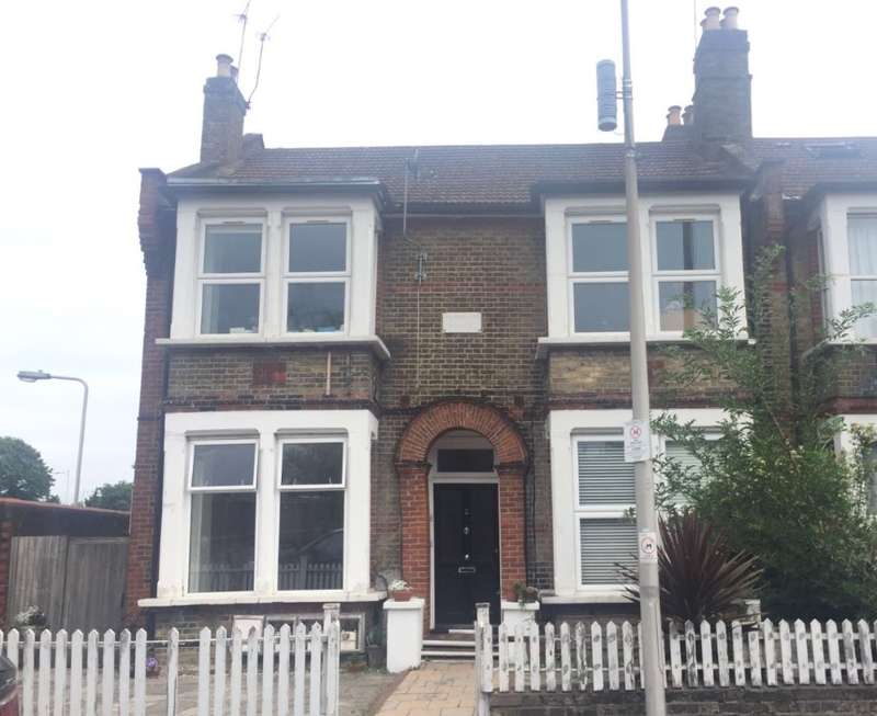 2 Bedrooms Ground Flat for sale in Ground Floor Flat, Selsdon Road, Wanstead, London, E11 2QF